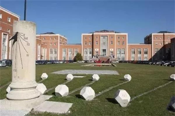 1 留学 | 最受中国留学生欢迎的十所西班牙知名大学